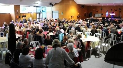 200 persones participen a la Festa de Tots Sants de la gent gran