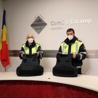 El Comú d'Encamp dota d'armilles de protecció als agents de circulació