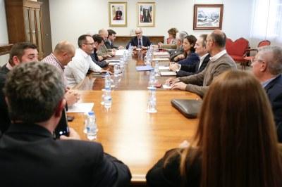 El Govern i el comú d'Encamp es troben amb la patronal i les organitzacions empresarials per tractar les conseqüències del tancament de la carretera que connecta amb França
