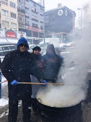 El Pas de la Casa celebra l'escudella de Sant Antoni amb neu i fred