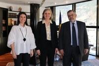 Els consols Laura Mas i Jean Michel Rascagnères, amb l'ambaixadora francesa, Jocelyne Caballero