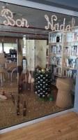 La biblioteca del Pas de la Casa, nominada a un dels premis del concurs d'aparadors de Nadal 2019 de la Cambra de Comerç
