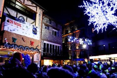 La parròquia d'Encamp dona la benvinguda al Nadal amb l'encesa de l'enllumenat i la inauguració del Calendari d'Advent