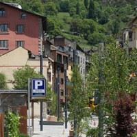 La zona blava i verda tornarà a estar operativa i es manté l'hora de gratuïtat als aparcaments de Sant Miquel i Prat de l'Areny