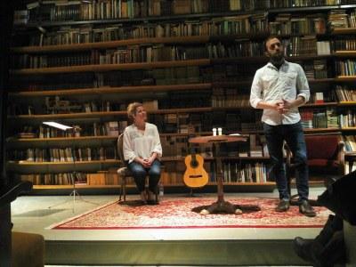 Maridatge de poesia i teatre
