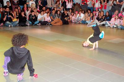 Més d'una quarantena de ballarins participen a la batalla de danses urbanes d'Encamp