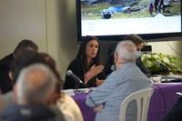 Laura Mas, Cònsol Major, durant la reunió de treball del pla de  xoc