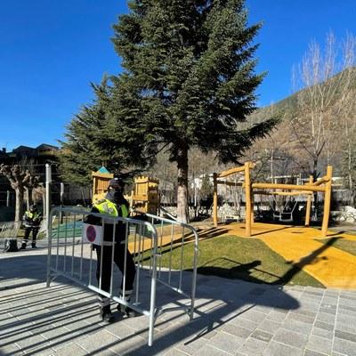Reoberts els parcs infantils de la parròquia