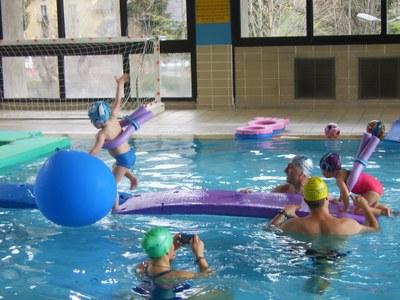 Tobogans, matalassos, pàdel surf i activitats per a nadons centraran la II Setmana d'activitats aquàtiques
