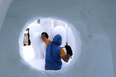 Tornen les escultures de neu al Pas de la Casa