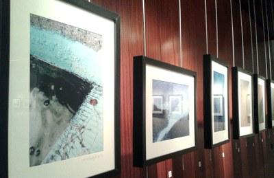 Tot a punt per a la inauguració de la mostra fotogràfica de Joan Ganyet