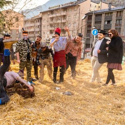 Youtubers, vacunes i pandèmia protagonistes del Ball de l'Ossa retransmès en directe per primer cop i amb les 200 localitats presencials exhaurides